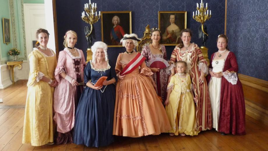 Die Damen der Société Baroque im Schloss Eutin
